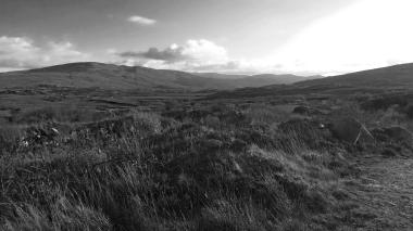 Zwart-wit foto van een landschap in Glenveagh National Park in Ierland. Natuurfotografie / landschapsfotografie.