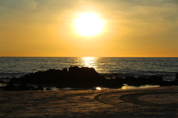 Foto genomen op Hawaii. Zonsondergang op het strand. Natuurfotografie / landschapsfotografie.