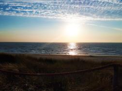 Foto genomen op Texel. Zonsondergang vanuit de duinen. Natuurfotografie / landschapsfotografie.